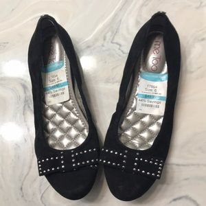 Me Too Size 6 black studded bow flats